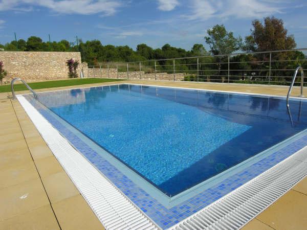 Piscinas con jacuzzi integrado piscinas tarragona el for Camping con piscina climatizada en tarragona