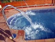piscinas-chorros-jacuzzi-integrado-tarragona