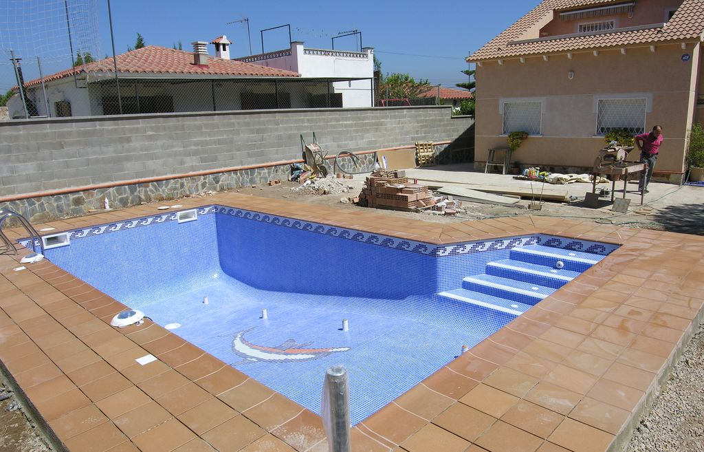 Piscinas de obra precios materiales de construcci n para for Materiales para construccion de piscinas