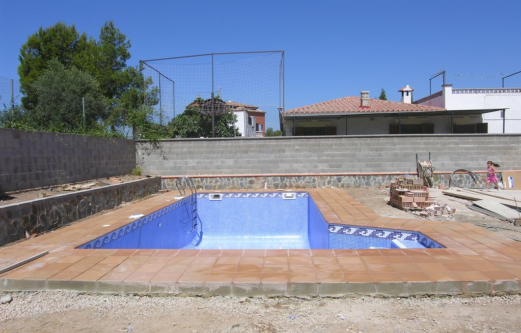 Piscinas con jacuzzi integrado piscinas tarragona el for Construccion de piscinas merida