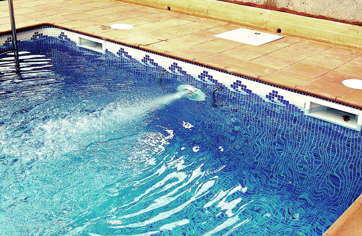 Piscinas en el vendrell precios presupuesto construccion for Costo de construir una piscina