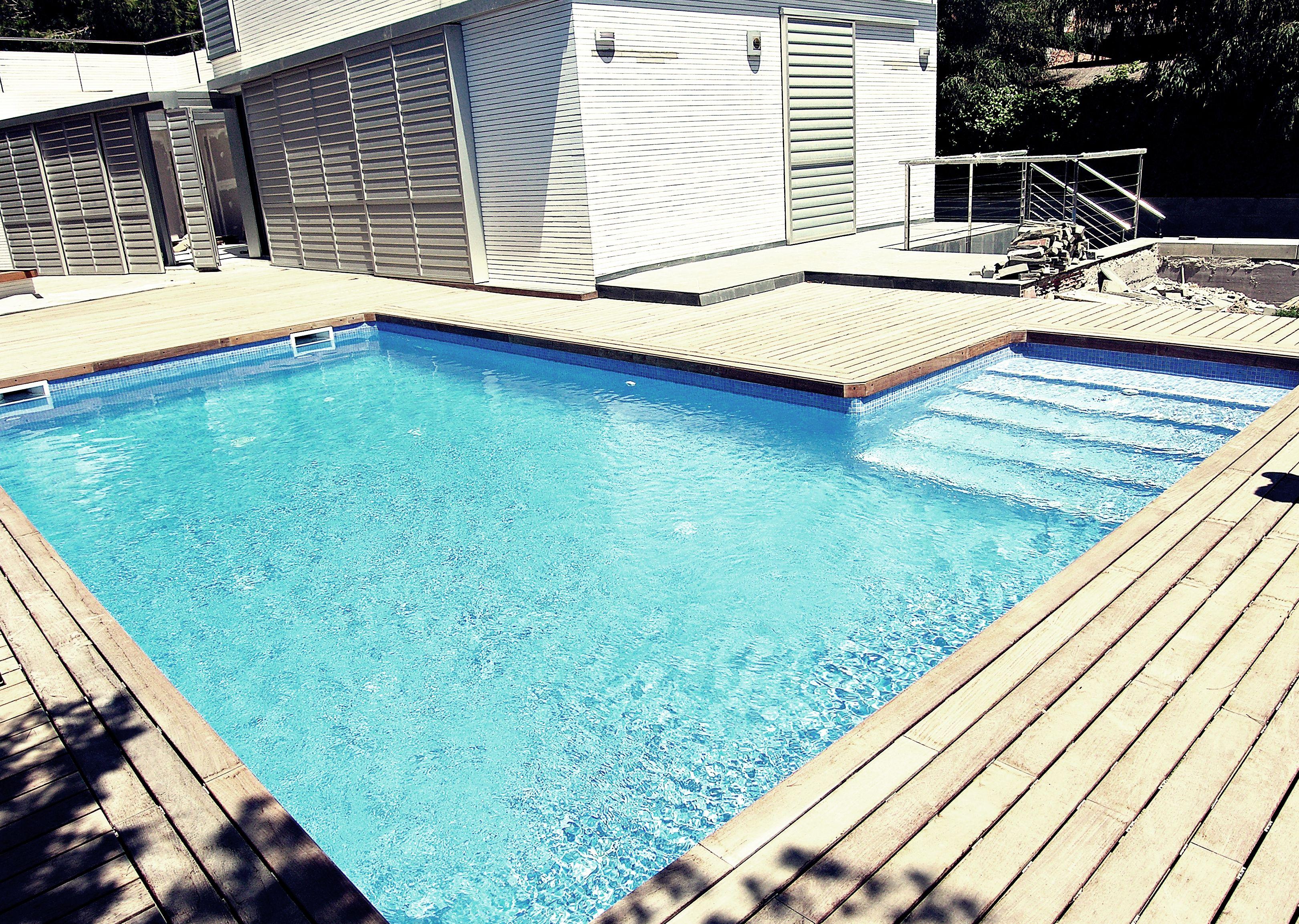 Nuestros trabajos piscinas tarragona el vendrell for Precio mantenimiento piscina
