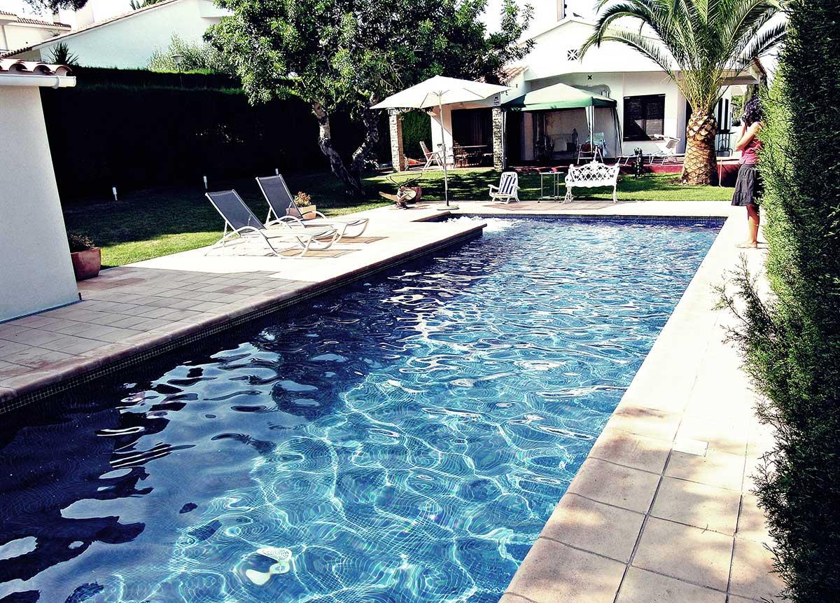 Piscinas en calafell precios presupuesto construccion obra for Construccion de piscinas
